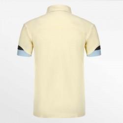 Geel heren polo shirt met een yoke is het bewijs van luxe en kwaliteit.