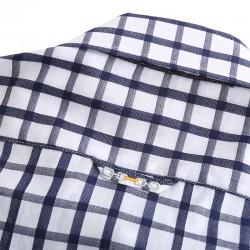 Les hommes manches longues chemise avec des boutons. belle finition