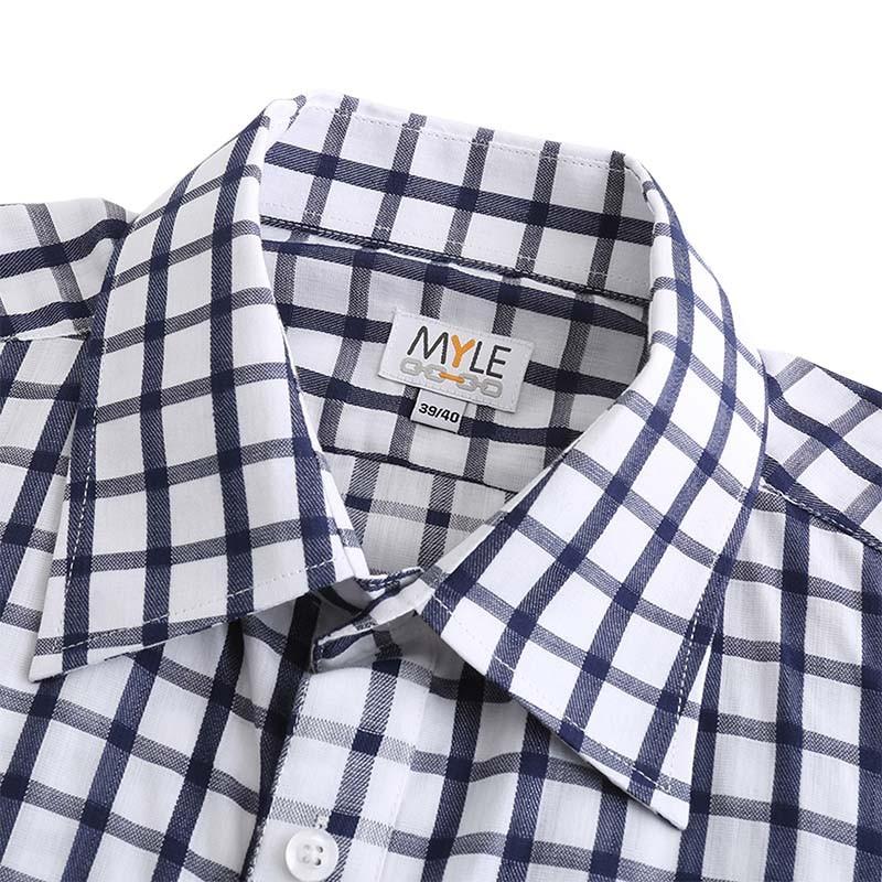 Aimants Myle chemise avec des boutons réels disponibles en différentes tailles.