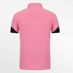 Rosa Herren-Poloshirt mit Passe ist ein Beweis für ein Qualitätspolo.