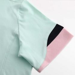 HCTUD grun Herrenpoloshirt mit Wellenärmeln in Schwarz und rosa.